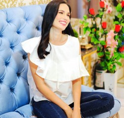 White PHYLLIS Blouse image here